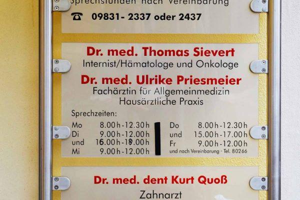Arztpraxis Schild